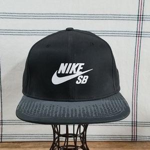 Nike Accessories - Nike SB Snapback Flat Brim